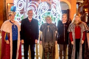 Los Reyes Magos de Bonares ya lucen sus coronas para la Cabalgata del 5 de enero.