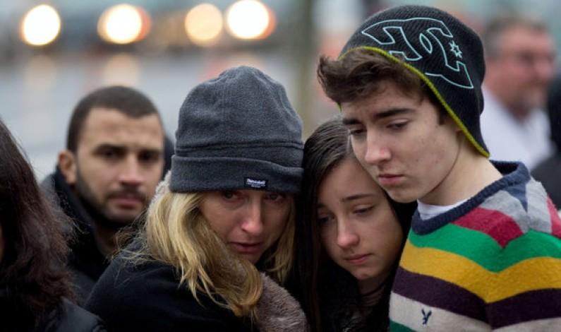 Los alumnos del Instituto de Bonares se solidarizan con las victimas de la Masacre de Sandy Hook.