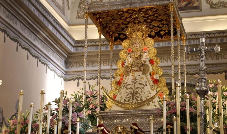 Peregrinación de la Hermandad del Rocío de Bonares ante la Blanca Paloma.