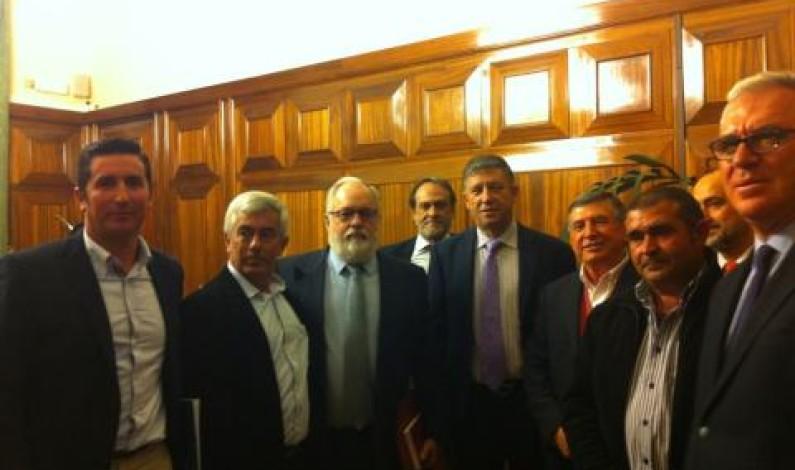 Reunión de agricultores con el ministro de agricultura.