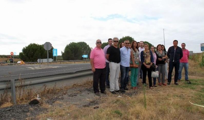 Alcaldes del Condado exigen al Gobierno una solución urgente para los puntos negros de la A-49.