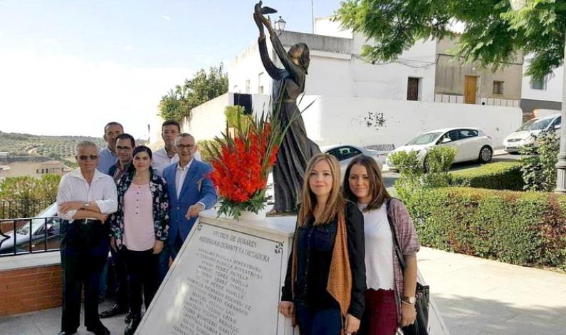 Bonares recuerda a sus vecinos enterrados en la fosa de San Juan.