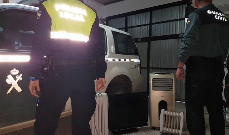 Detienen en Bonares a tres varones por un robo en el Punto Limpio de la localidad.
