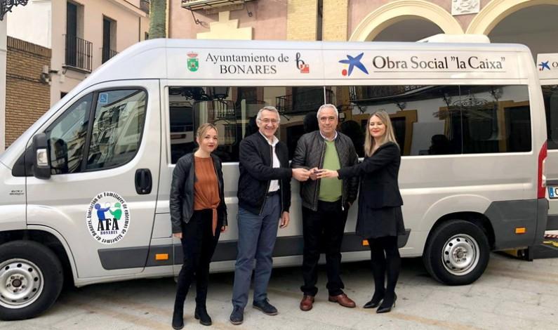 AFA Bonares ya cuenta con su nueva furgoneta adaptada.