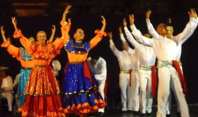 Domingo de danza en la Plaza de España.