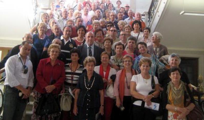 Un grupo de 66 turistas de Bonares disfrutaron de una visita al Palacio de la Diputación de Palencia en su ruta por Castilla y León.