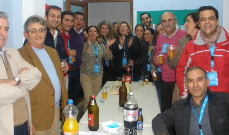 El PP-Bonares celebra los resultados electorales en su nueva sede.