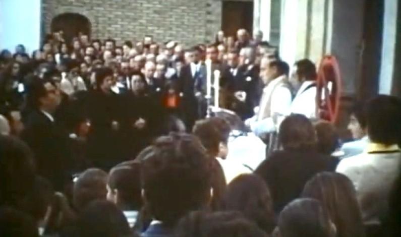 """Bonares ayer, hoy, siempre. """"video de la misa funeral a Franco en la puerta del Ayuntamiento, 1975"""""""