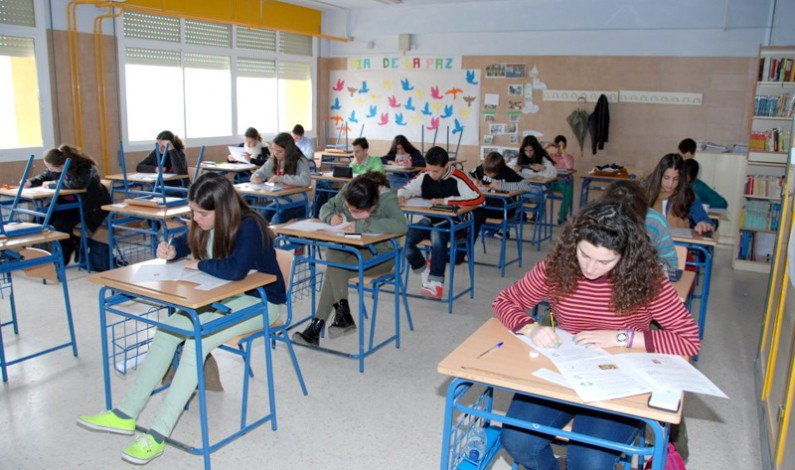 Más de 180 estudiantes de la provincia participan en la XXIV Olimpiada Matemática celebrada este sábado en Bonares.