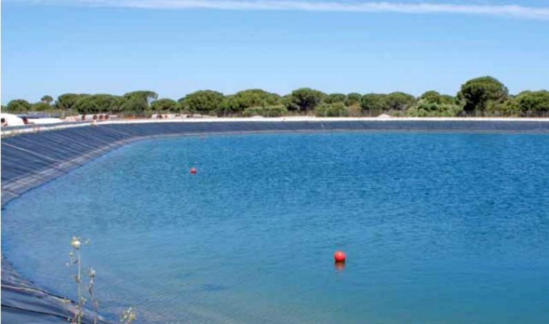 Llegó el agua, pero no para todos, unas 360 hectáreas se quedan fuera y no reciben el agua del trasvase.