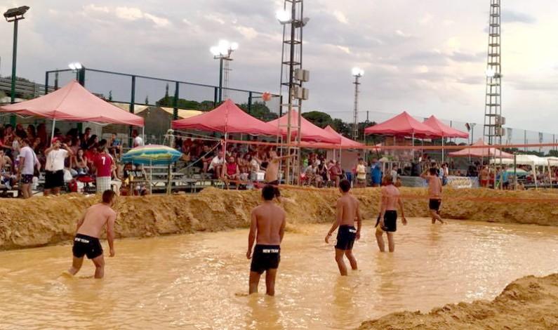 Lucena del Puerto acoge el XVII Campeonato de España de Voley Barro.