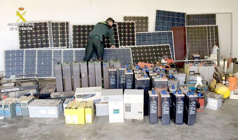 Detienen a dos personas por el robo de placas solares y otros efectos en la Comarca del Condado.