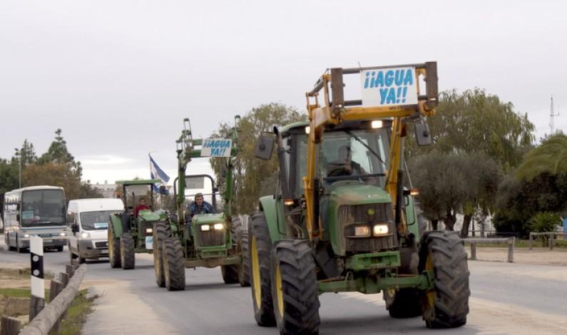 La Plataforma solicita los permisos para celebrar una tractorada y una cadena humana en Huelva capital.