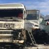 Muere el conductor de una furgoneta en Niebla al chocar con un camión.