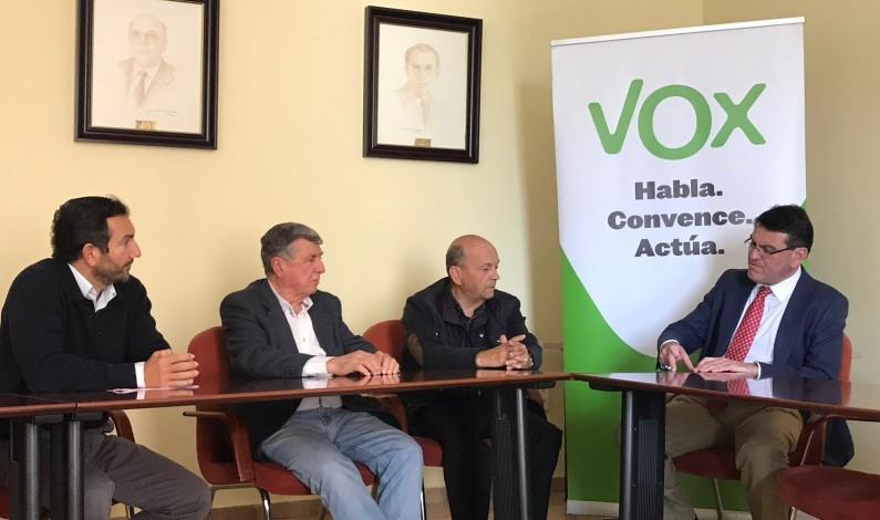 La Plataforma recibe el compromiso de VOX de llevar el desdoble del túnel de San Silvestre al Parlamento andaluz.