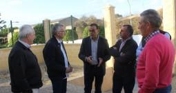 Caraballo destaca en Bonares la importancia del sector vitivinícola para la provincia de Huelva.