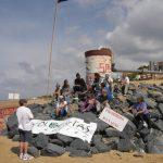 Colocan una bandera negra en la playa de Mazagón.