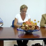 Petronila Guerrero, se reúne en Bonares con representantes de las cooperativas.