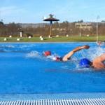 Comienzan este lunes los cursos de natación en la piscina municipal.