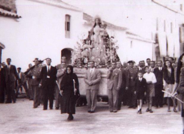 Procesión de la Patrona de Bonares 1952, un día despues del suceso.