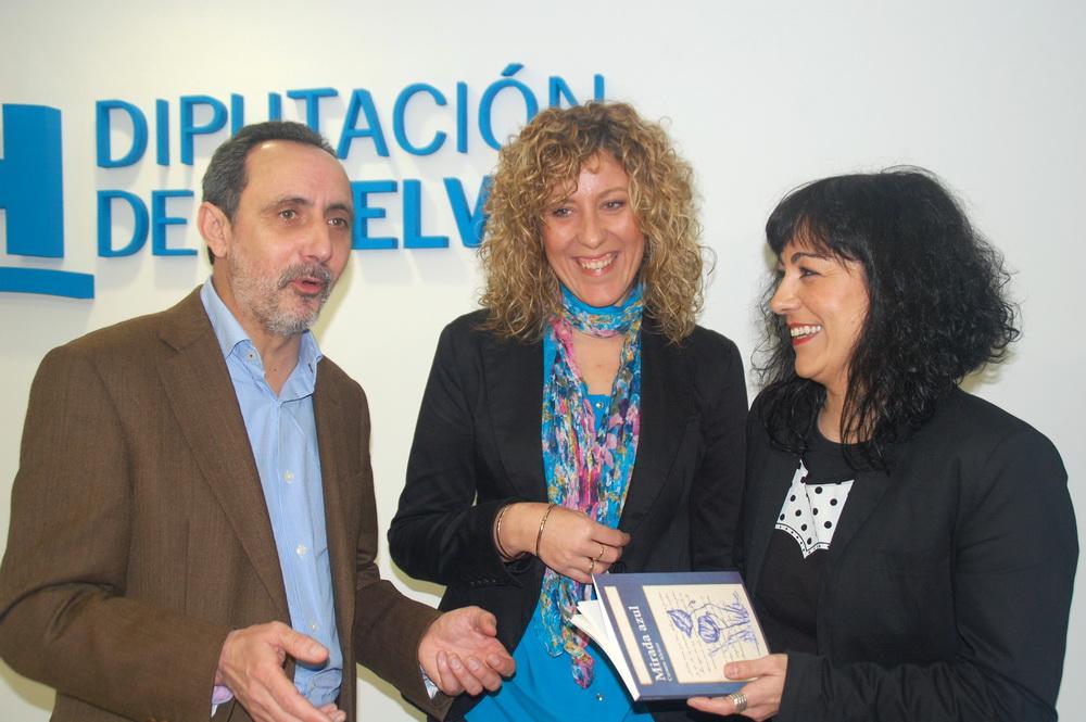 Un momento de la presentación de Mirada Azul en Diputación, Alcalde, autora  y Diputada