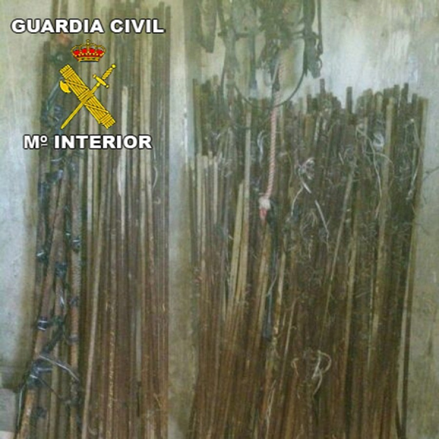 Gavillas de hierro recuperadas por la Guardia Civil de Bonares.