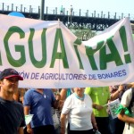 Bonares acude con una masiva participación a la manifestación por el agua.