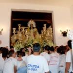 Bonares se echó a la calle para acompañar a su Patrona en el traslado a la iglesia.