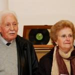 Manolo Romero expone su colección de Antigüedades en el teatro de Bonares.