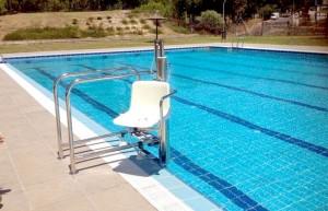"""piscina adaptada"""