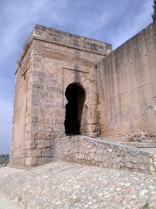 puerta del agua castillo de niebla