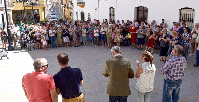 concentracion en Bonares en apoyo de los fallecidos.