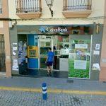 Las oficinas bancarias de pueblos agrícolas colapsadas por la campaña de frutos rojos