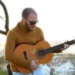 """Adrián Cobos prepara su nuevo disco titulado """"tiempo al tiempo""""."""