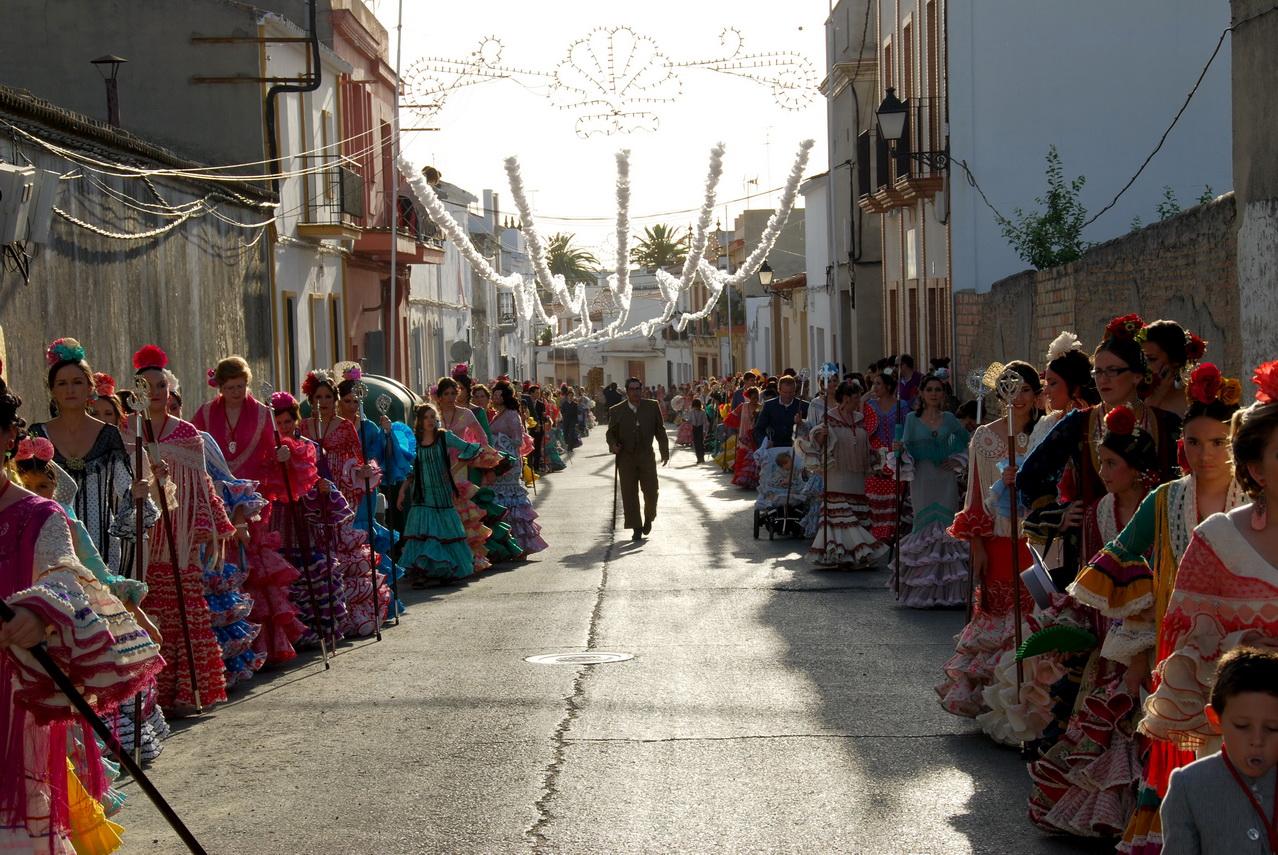 la calle nueva se viste de gala para celebrar su verbena