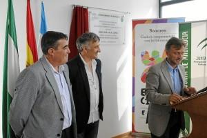 El delegado del Gobierno José Fiscal inaugura el curso escolar en Educación Infantil  en Bonares.