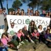 Ecologistas en acción de Bonares realizan una plantación forestal con especies autóctonas.