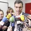 Militantes socialistas que apoyan a Pedro Sánchez se reúnen en Bonares.
