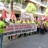 Los trabajadores de Cementos Cosmos se concentran ante la Diputación para que medie ante el Ayuntamiento de Niebla.
