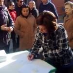 Recogida de firmas contra el acuerdo agrícola con Marruecos en la Plaza de España.