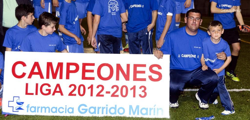 Manuel Garrido entrenador del equipo