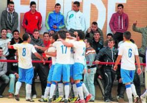 celebrando el gol que marcó ante Los Rosales