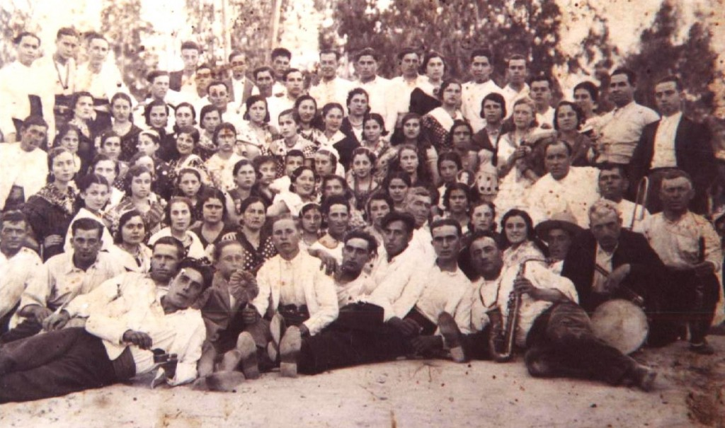 Primera peregrinación de la Hermandad del Rocio de Bonares, año 1935.
