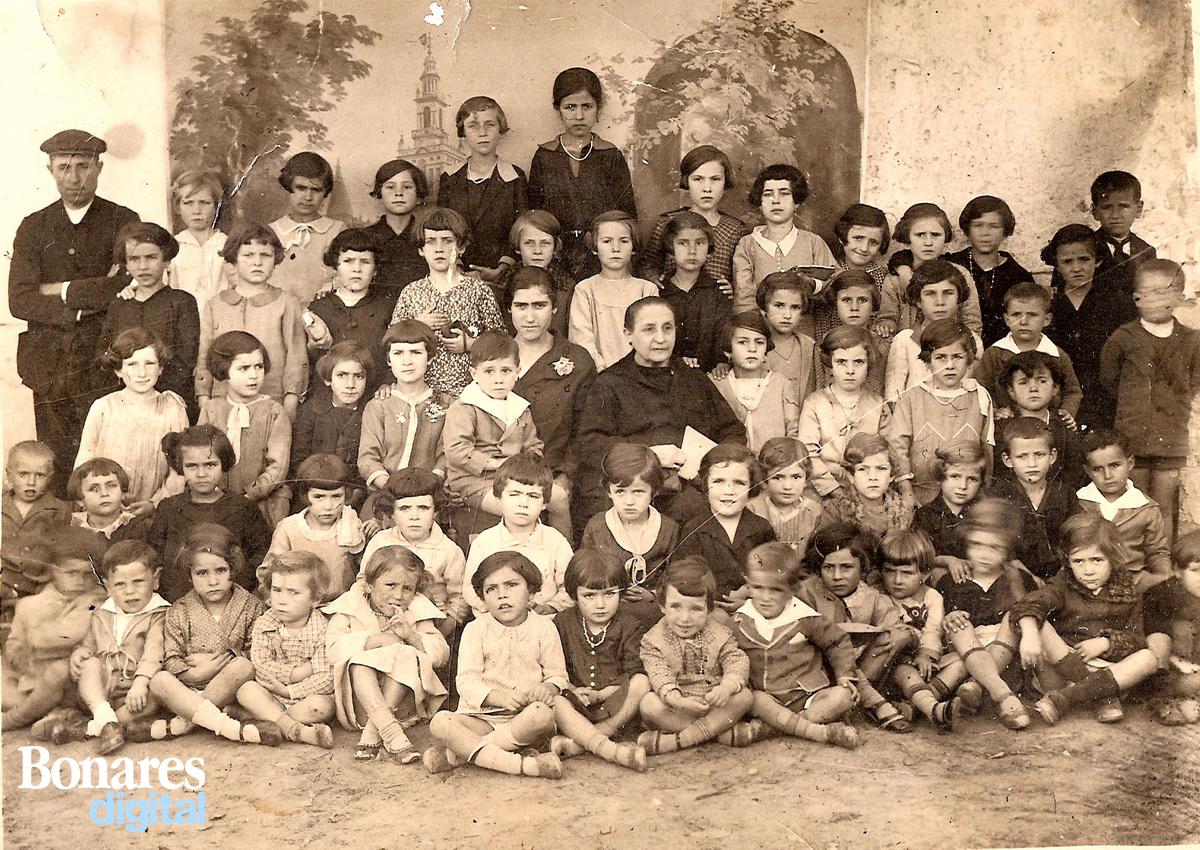 Escuela de Bonares años 30.