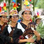 El viernes día 23 la danza de Bolivia llenará de colorido la Plaza de España.