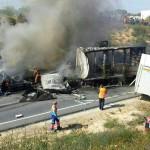 Chocan tres camiones en la carretera Bonares a Lucena.