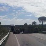 Fallece una persona tras la colisión entre dos vehículos a la altura de la gasolinera de Bonares.