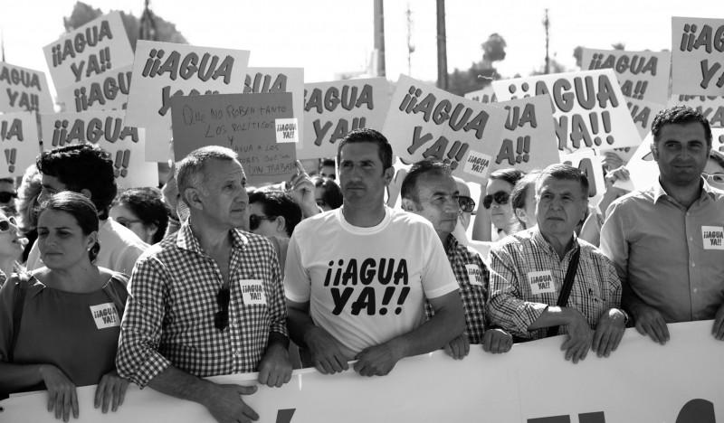 manifestación en sevilla pidiendo el agua de riego para el Condado de Huelva