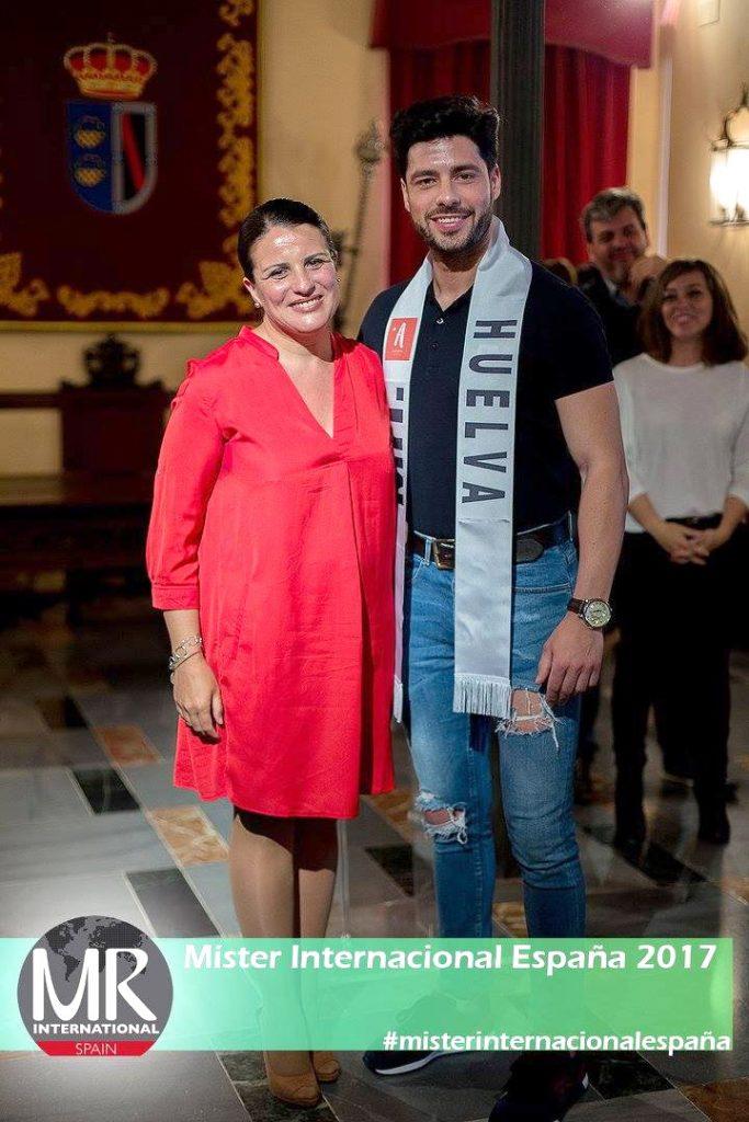 Antonio López y Rocío Espinosa, alcaldesa de Almonte